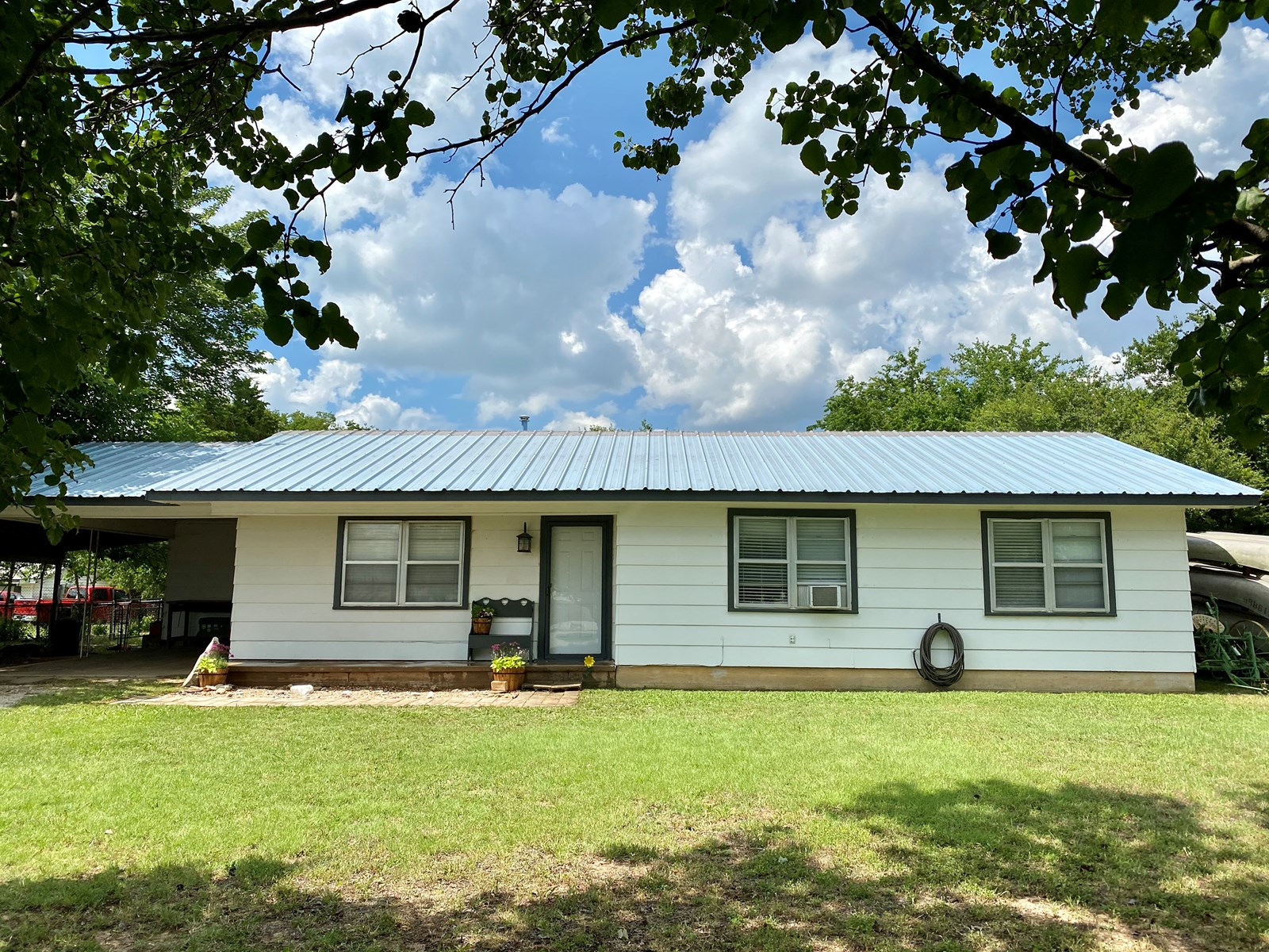 STARTER HOME FOR SALE IN MARIETTA, OK- CLOSE TO LAKES