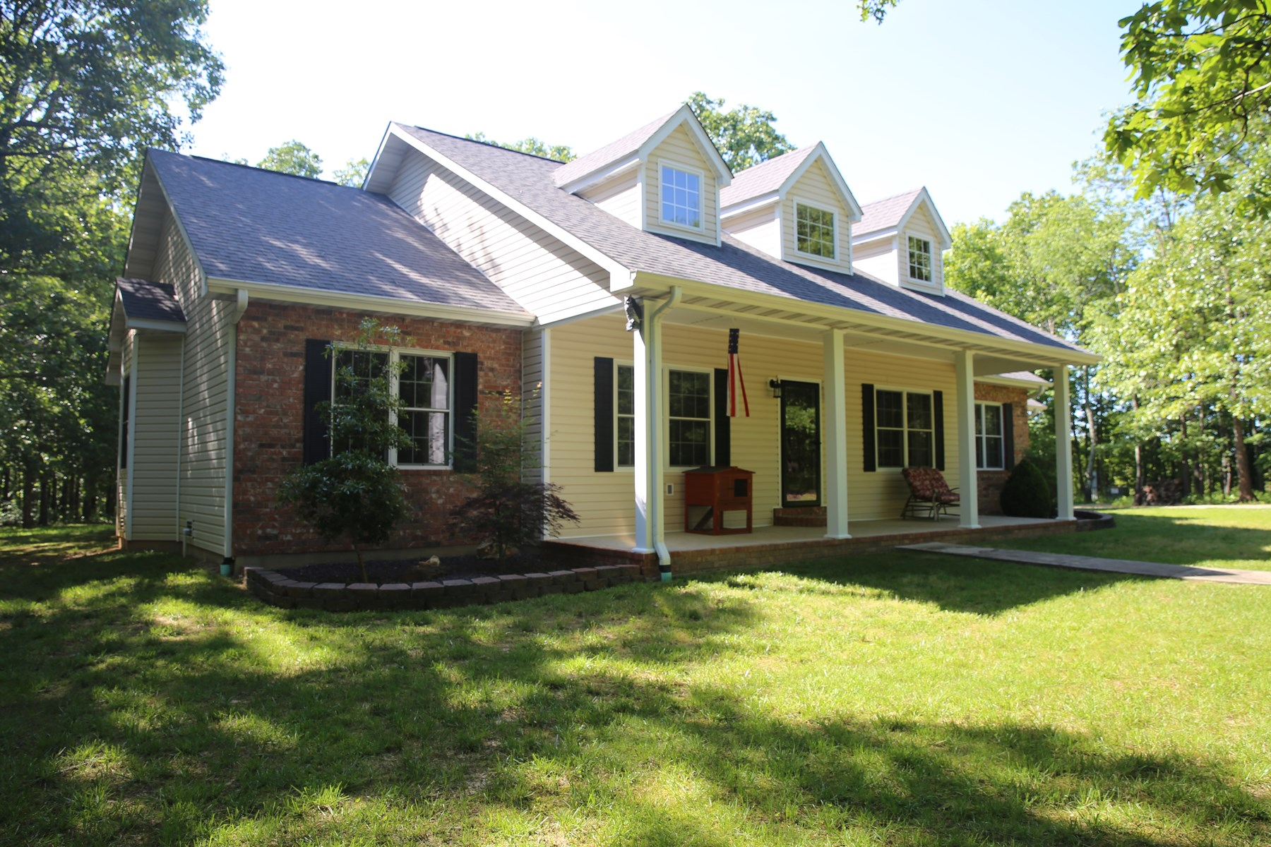 Custom Built 3 Bed and 2 Bath Home in Rural West Plains, MO