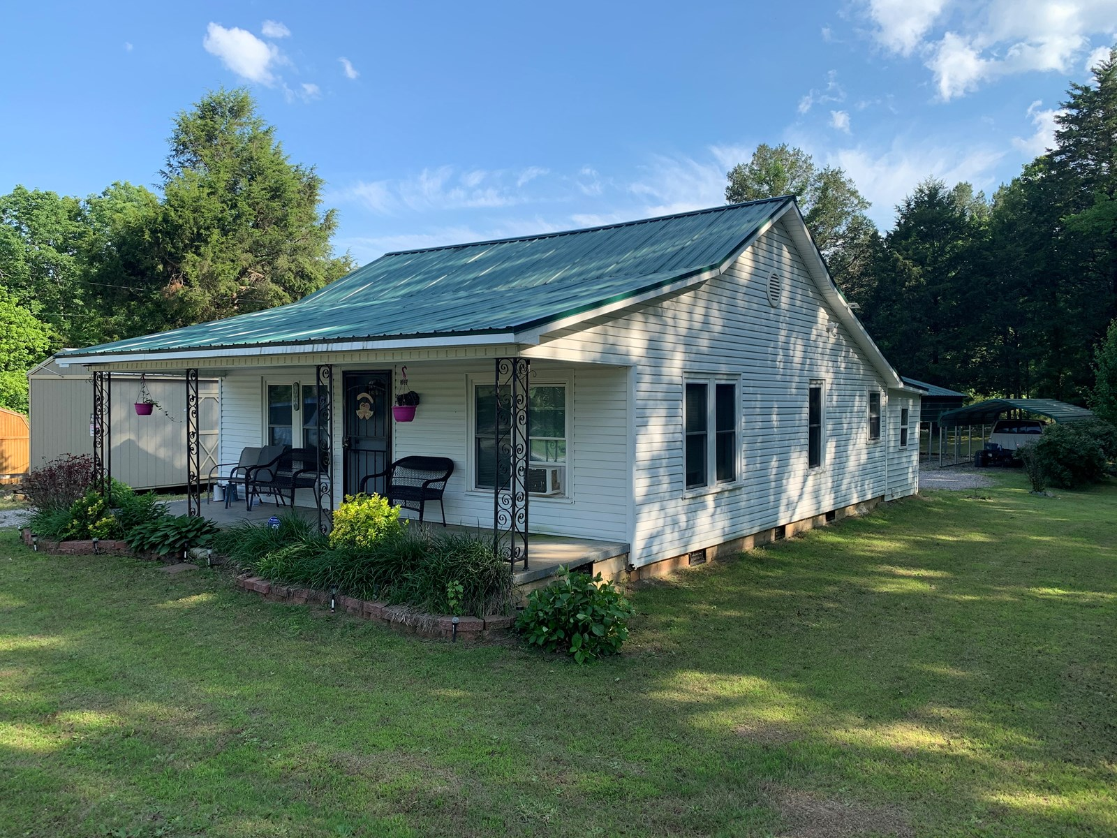 COUNTRY HOME FOR SALE IN TENNESSEE, SHOP, BARN, GUEST CABIN