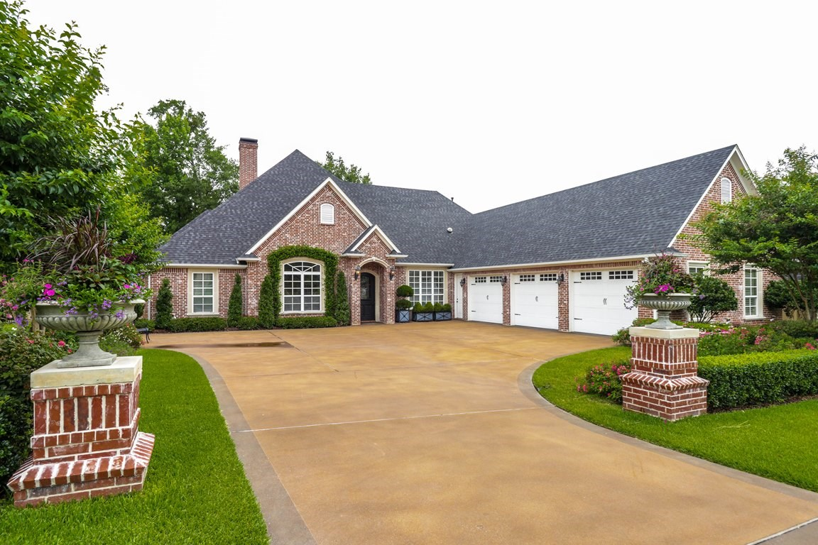 STUNNING 4/3/3 HOME IN SOUTH TYLER FOR SALE