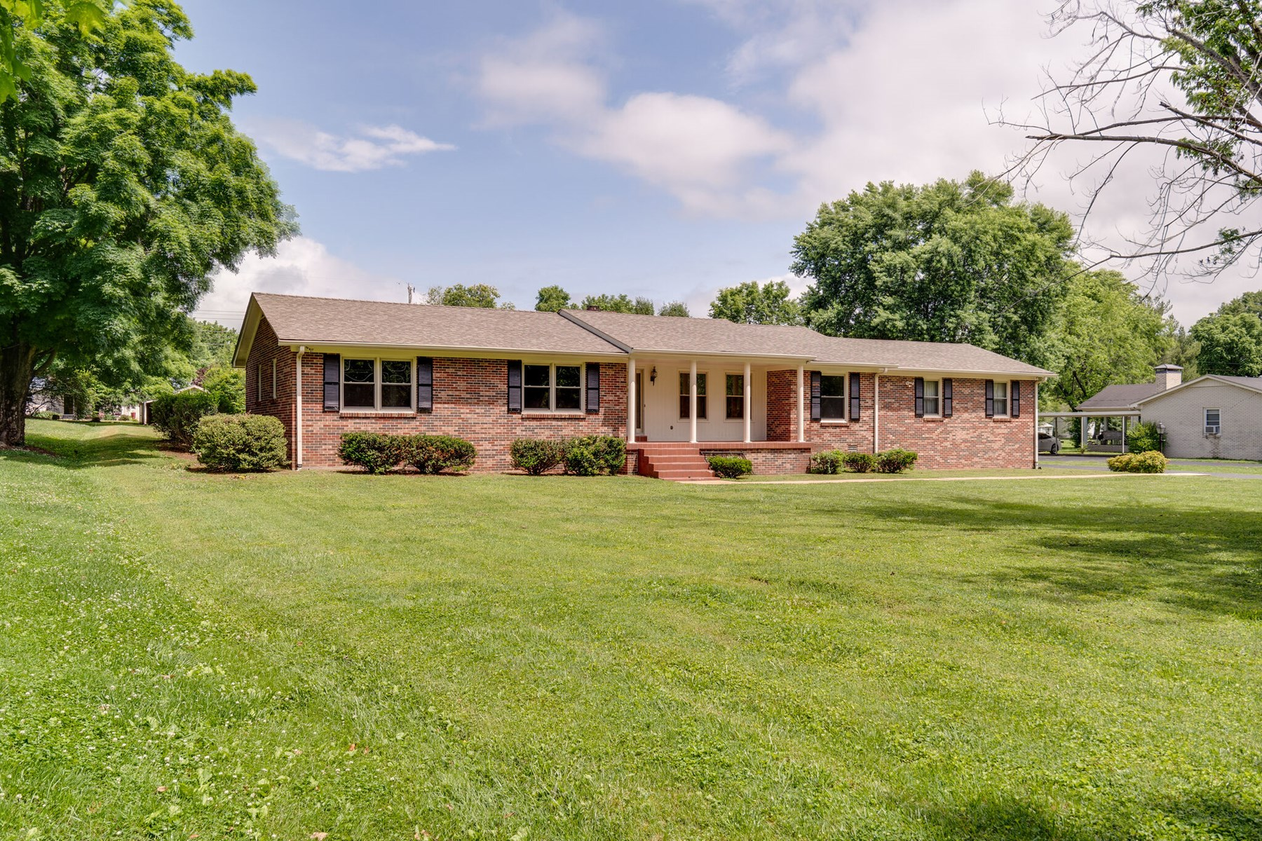 All Brick Home for Sale, in Columbia, Maury Co, Tennessee