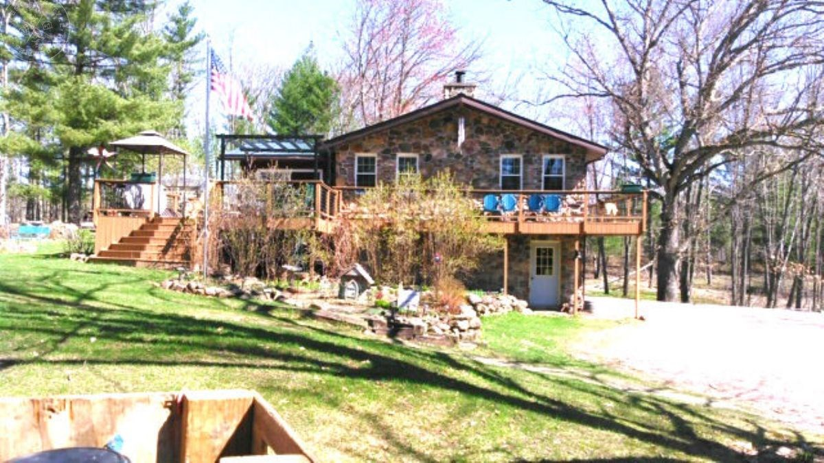 Secluded HOME with HUNTING in CLARK COUNTY WI