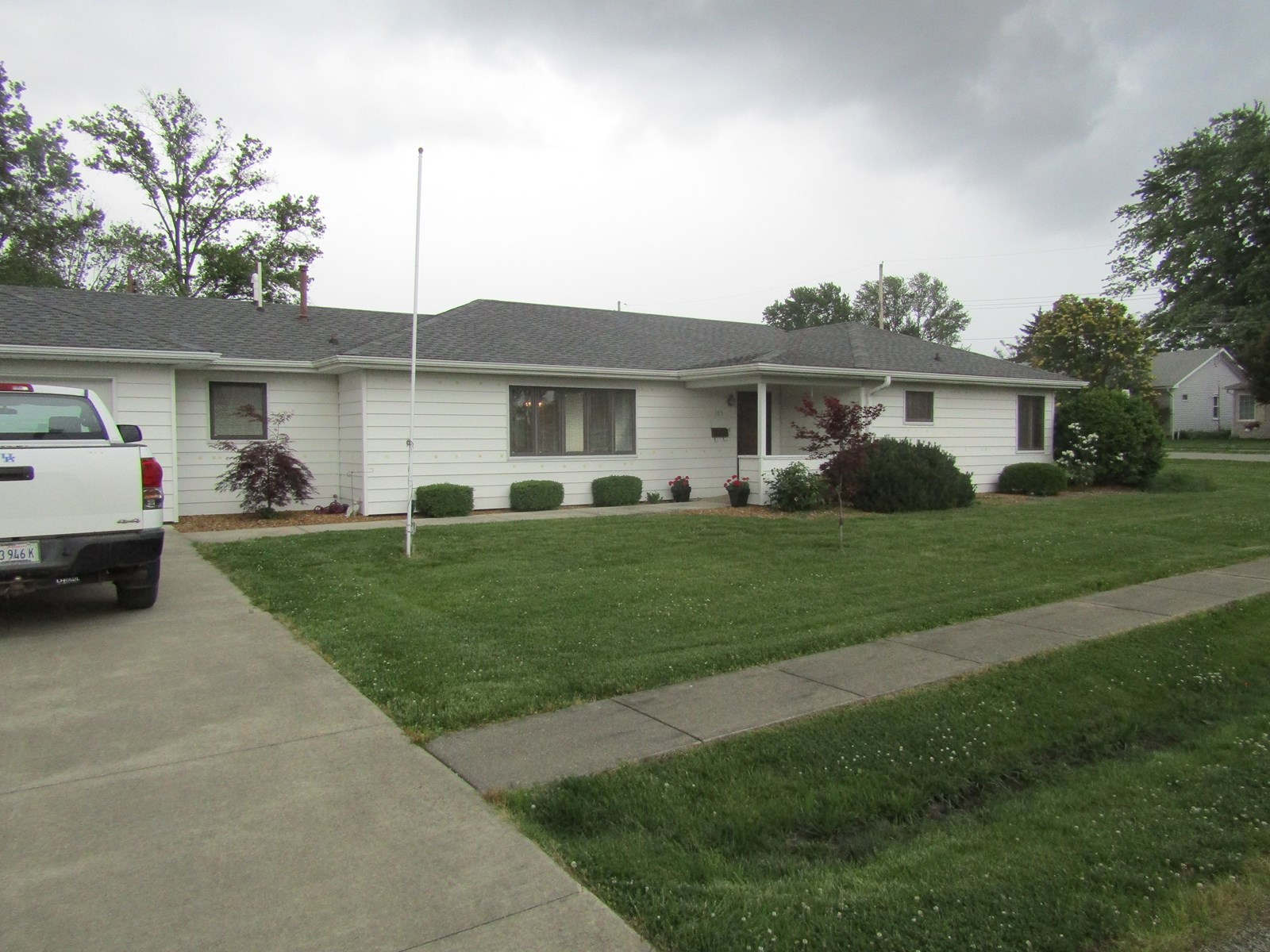 Lovely 3 Bedroom, 1.5 Bath Home on a Corner Lot, Oblong, IL