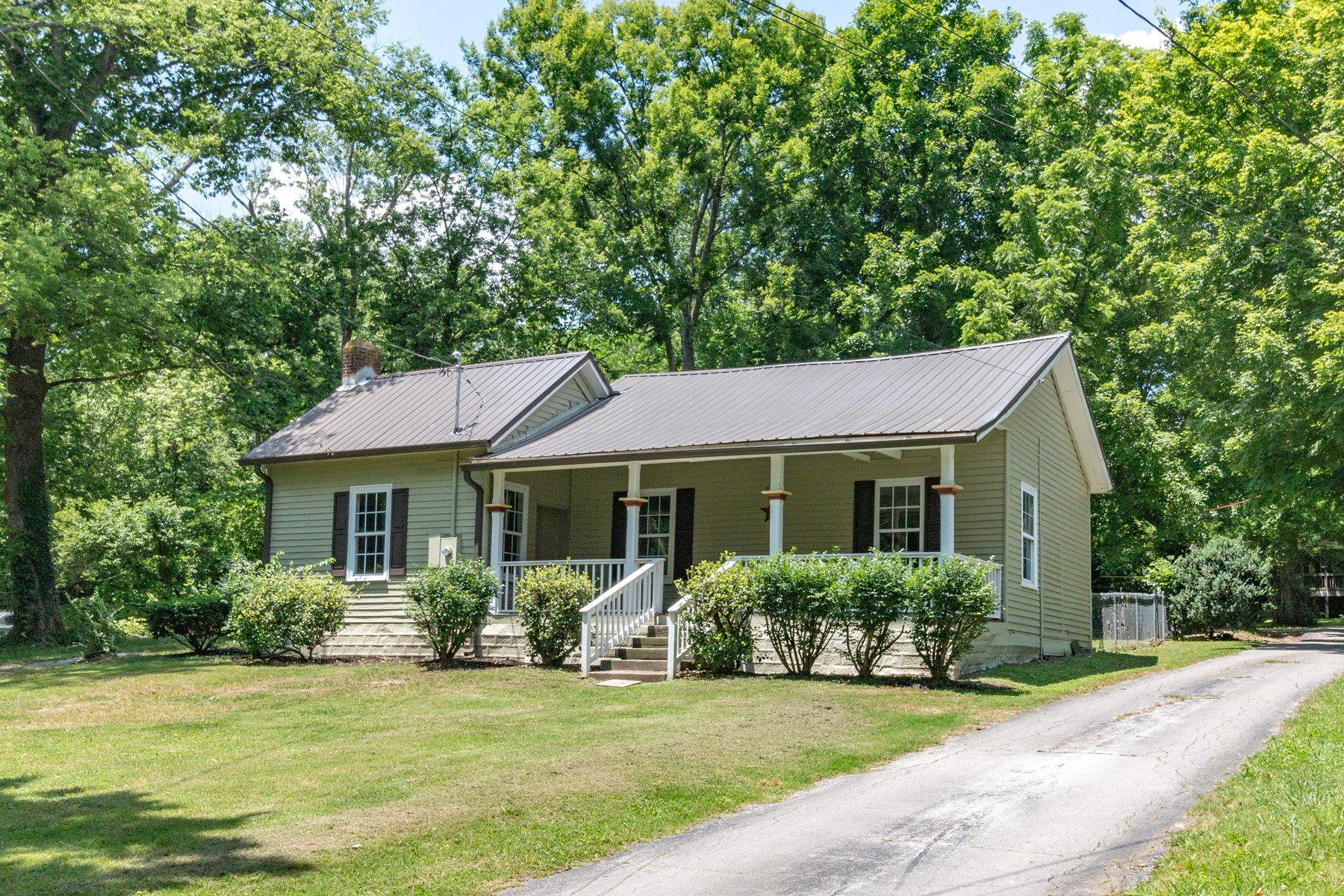 Renovated Home in Town for Sale, in Columbia,  Tennessee