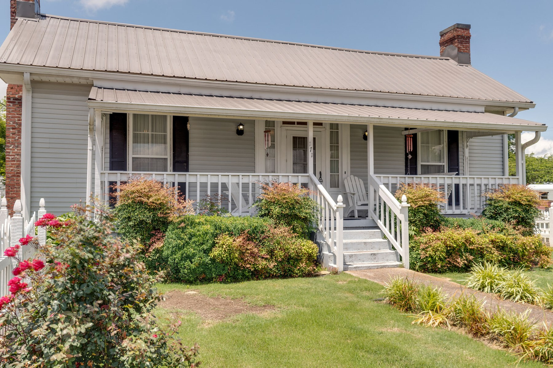 Cottage Home for Sale in Picturesque Lynnville, Tennessee