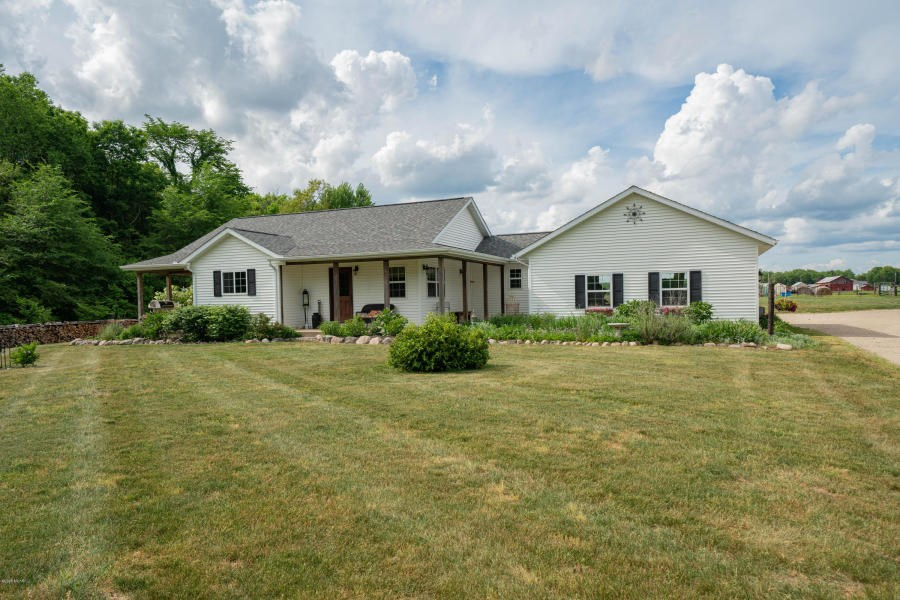 Country Home on 5 Acres in Delton
