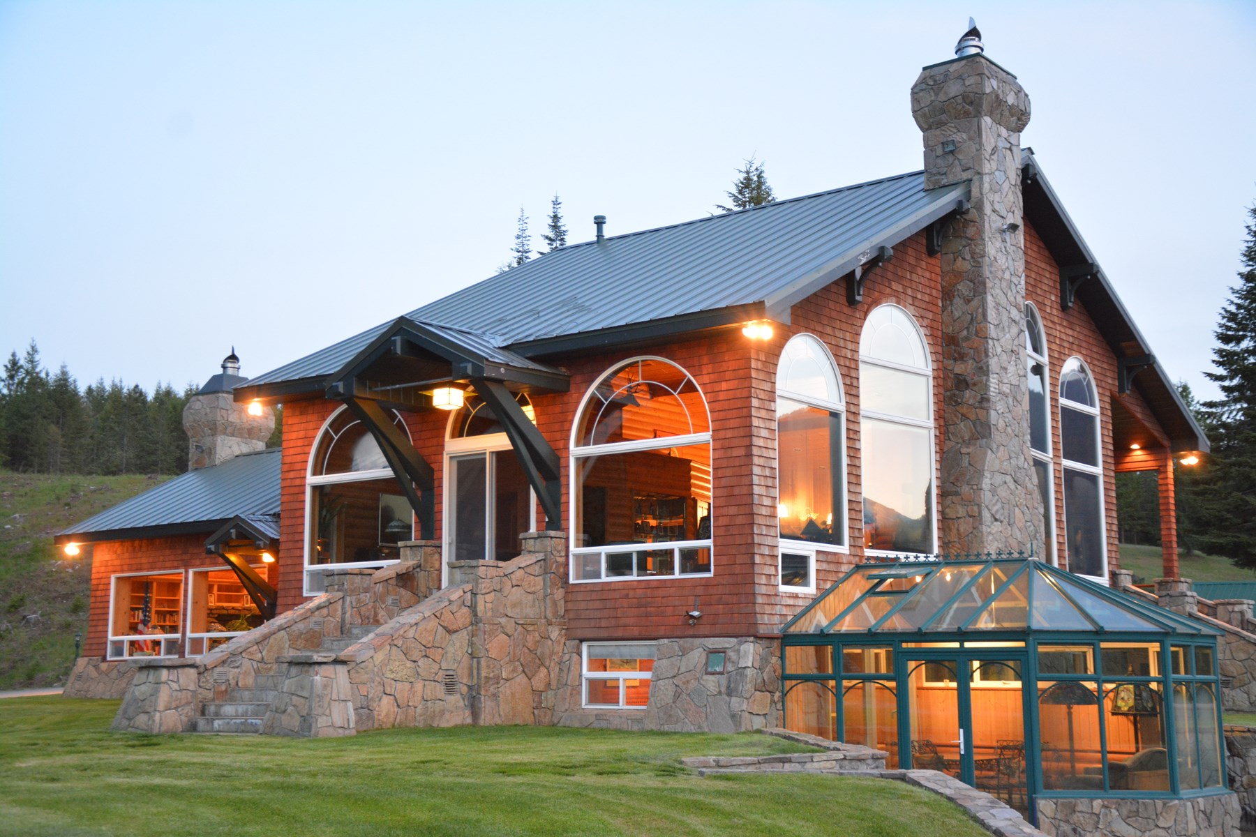 Montana Luxury lakeside Home with guest house for sale