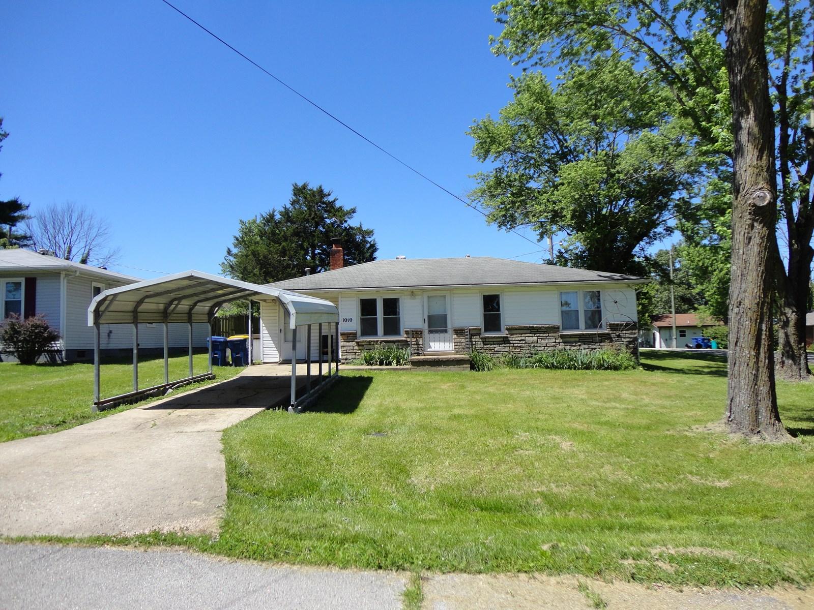 2 bedroom, 1 bath on corner lot in Salem Missouri