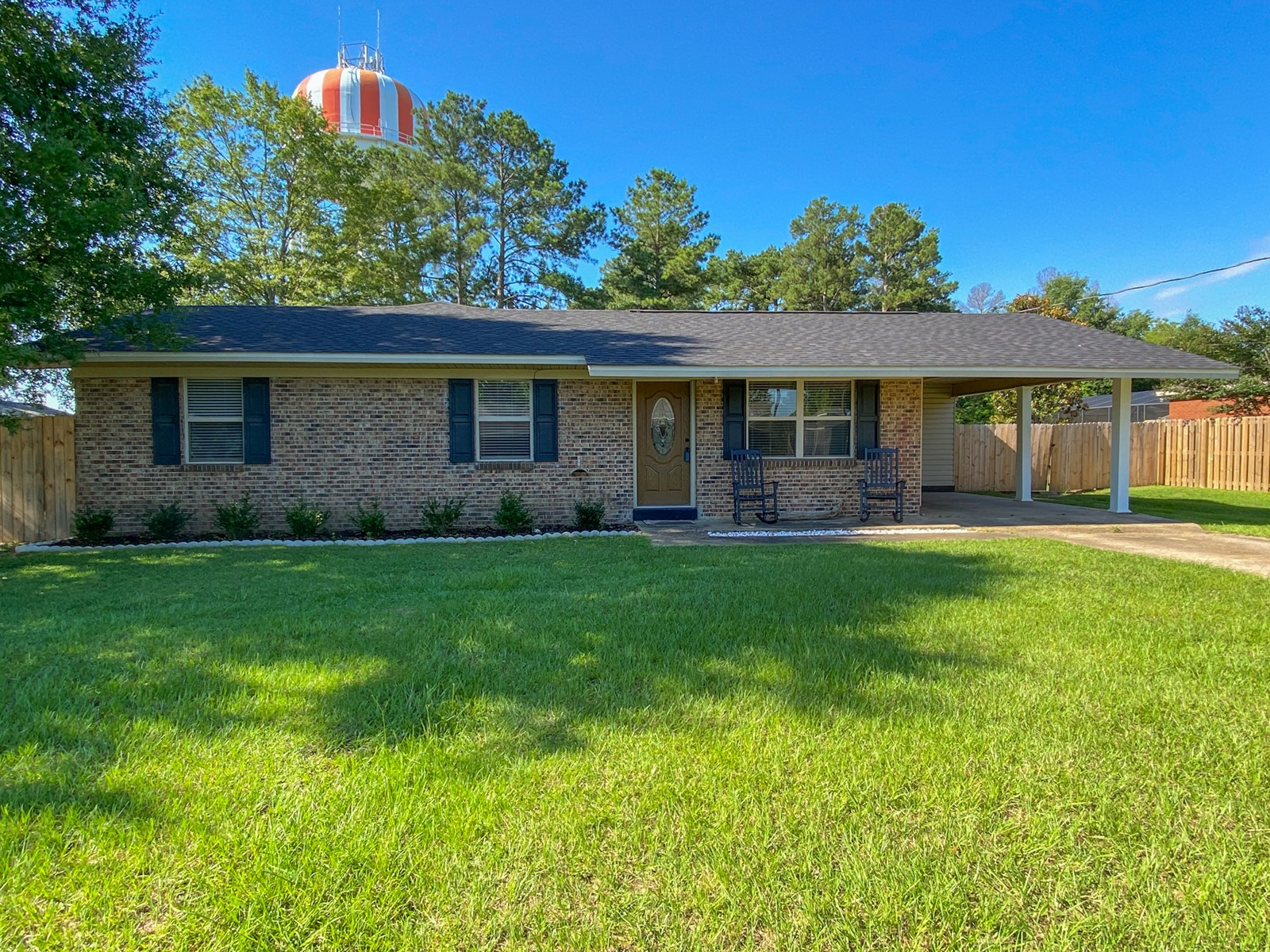 Home for Sale in town w/ 4 bedrooms/2.5 bathrooms Geneva, AL