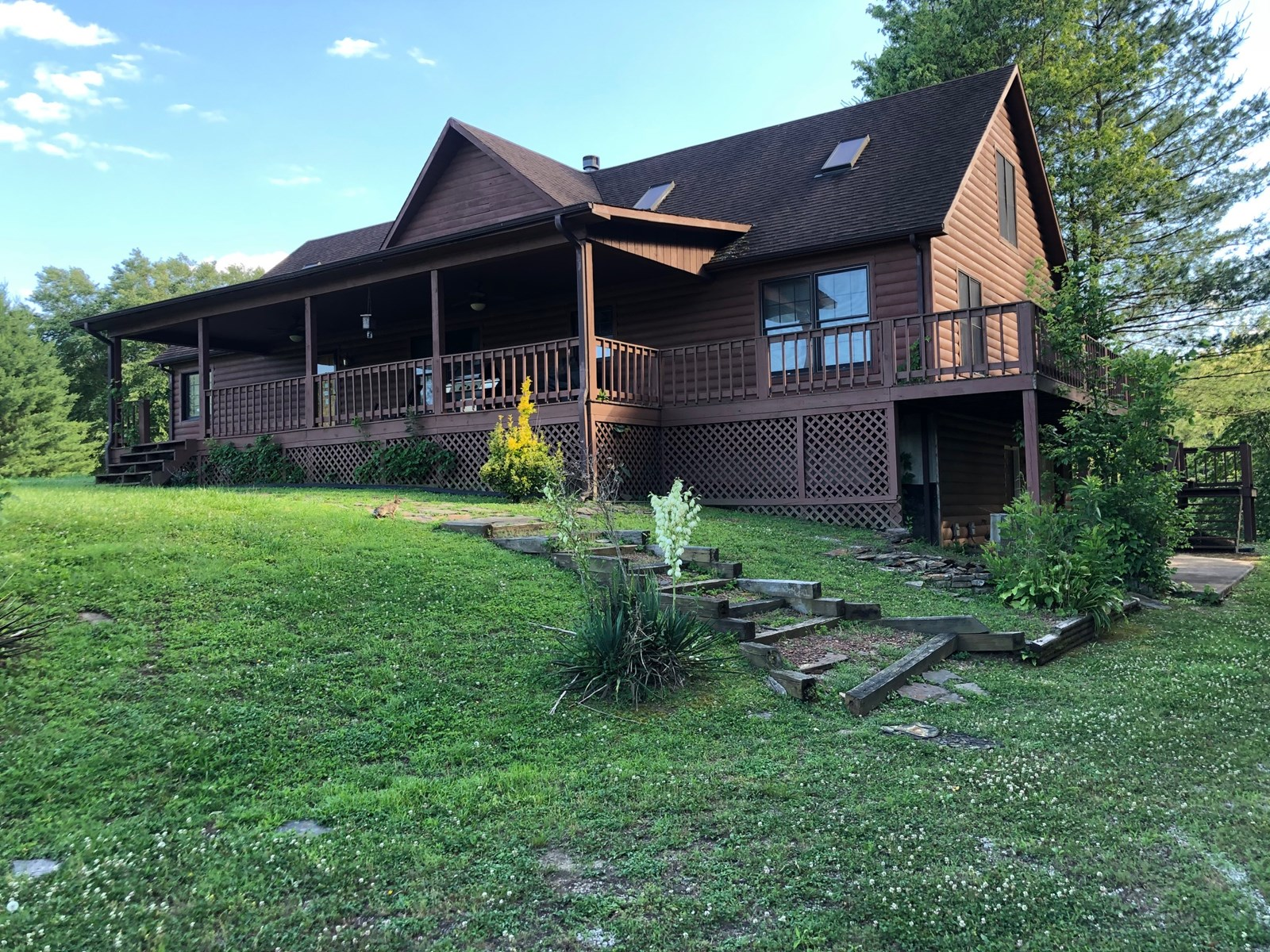 Log home for sale on the Cumberland River, Kentucky
