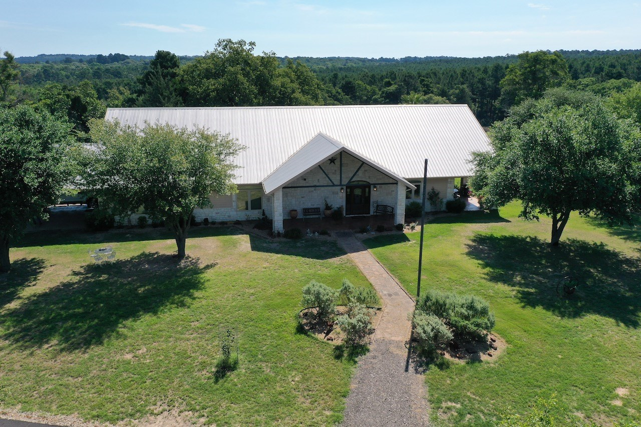 CUSTOM RANCH STYLE HOME ON 35 ACRES IN EAST TEXAS