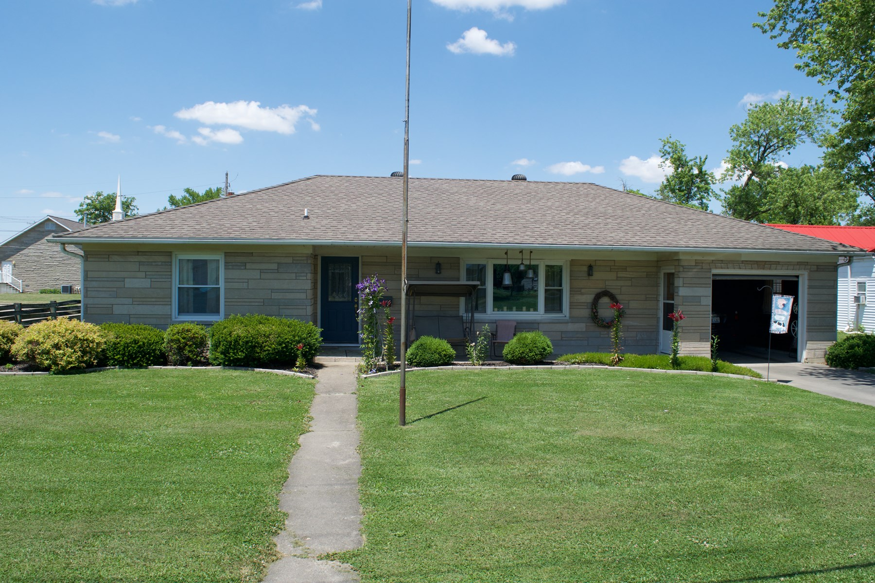 2 Bedroom, 1.5 Bath Home, Oblong, IL