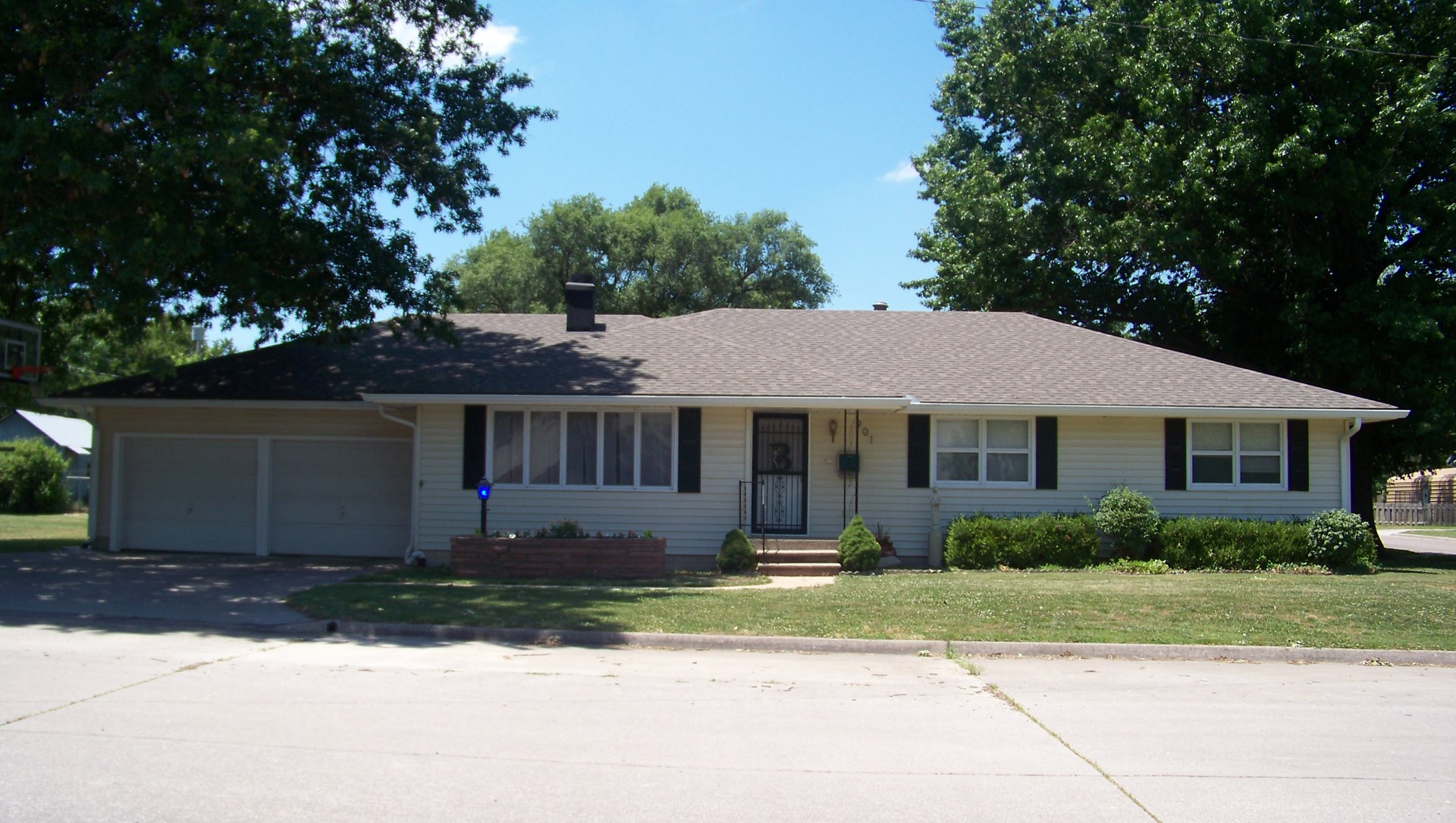 Home for Sale in Chnaute, KS