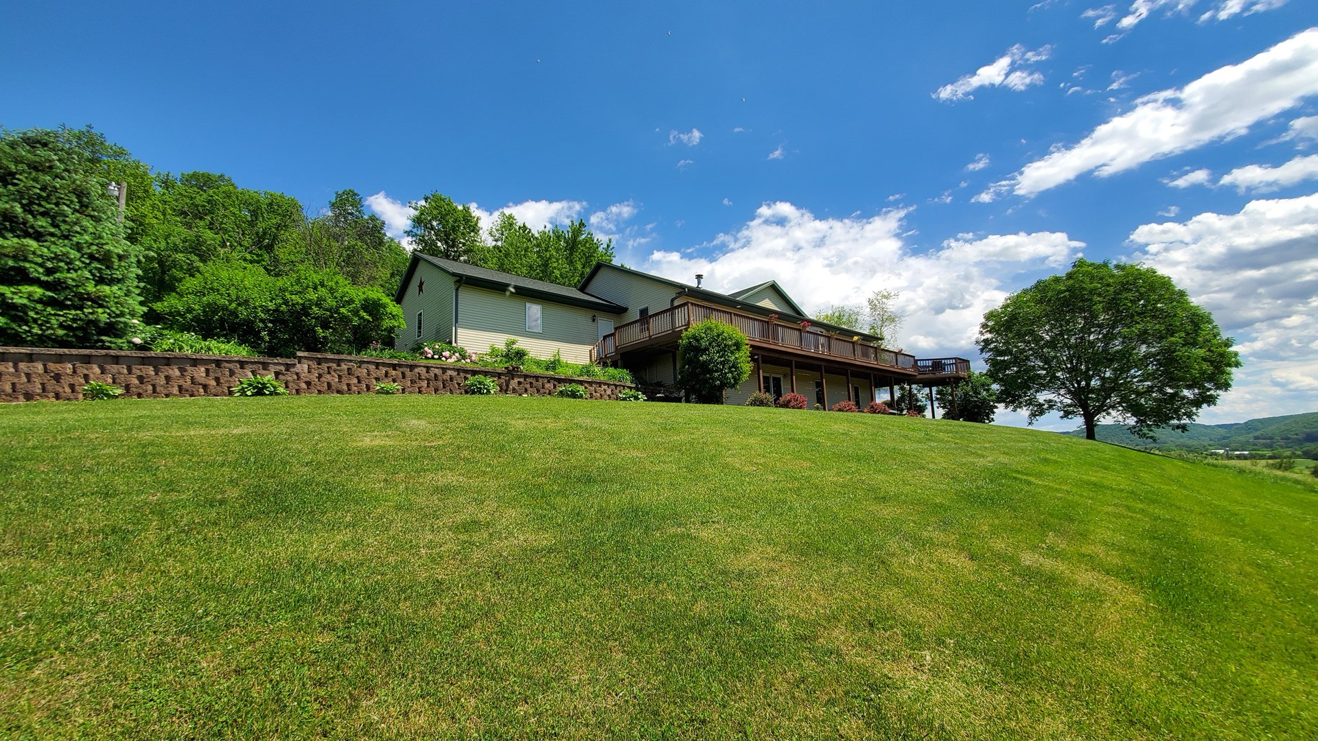 Country Home on Acreage!