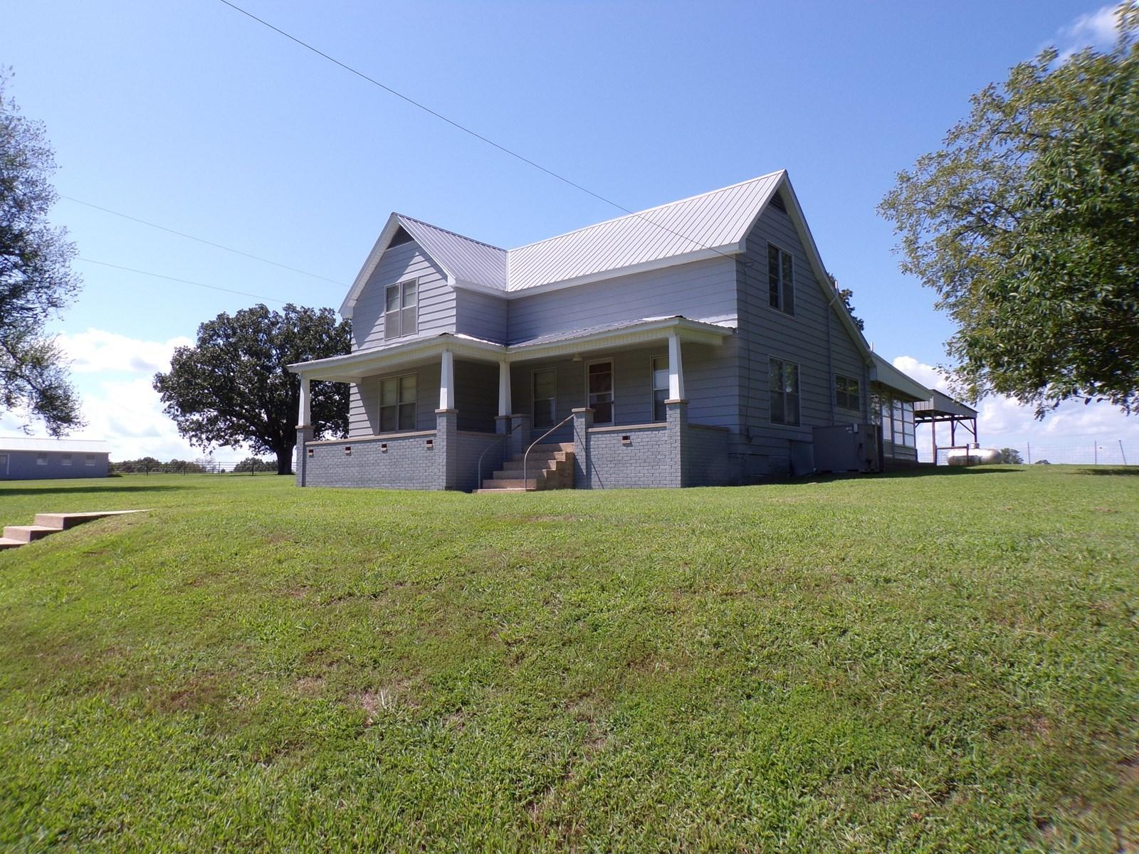 Country Farmhouse On 43 Acres For Sale Near MarshallArkansas