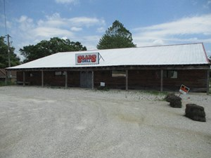 START YOUR OWN BUSINESS!  POSSIBLE RESTAURANT WITH 6000 SF.