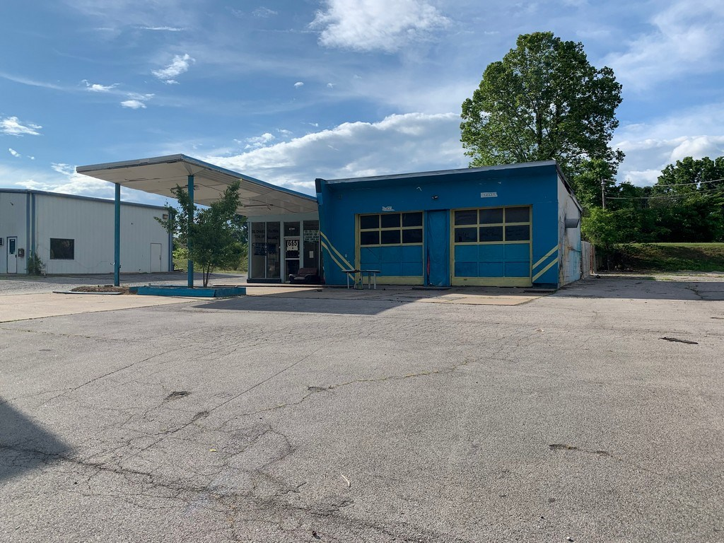 Prime Commercial Building & Lot for Sale, in Columbia TN