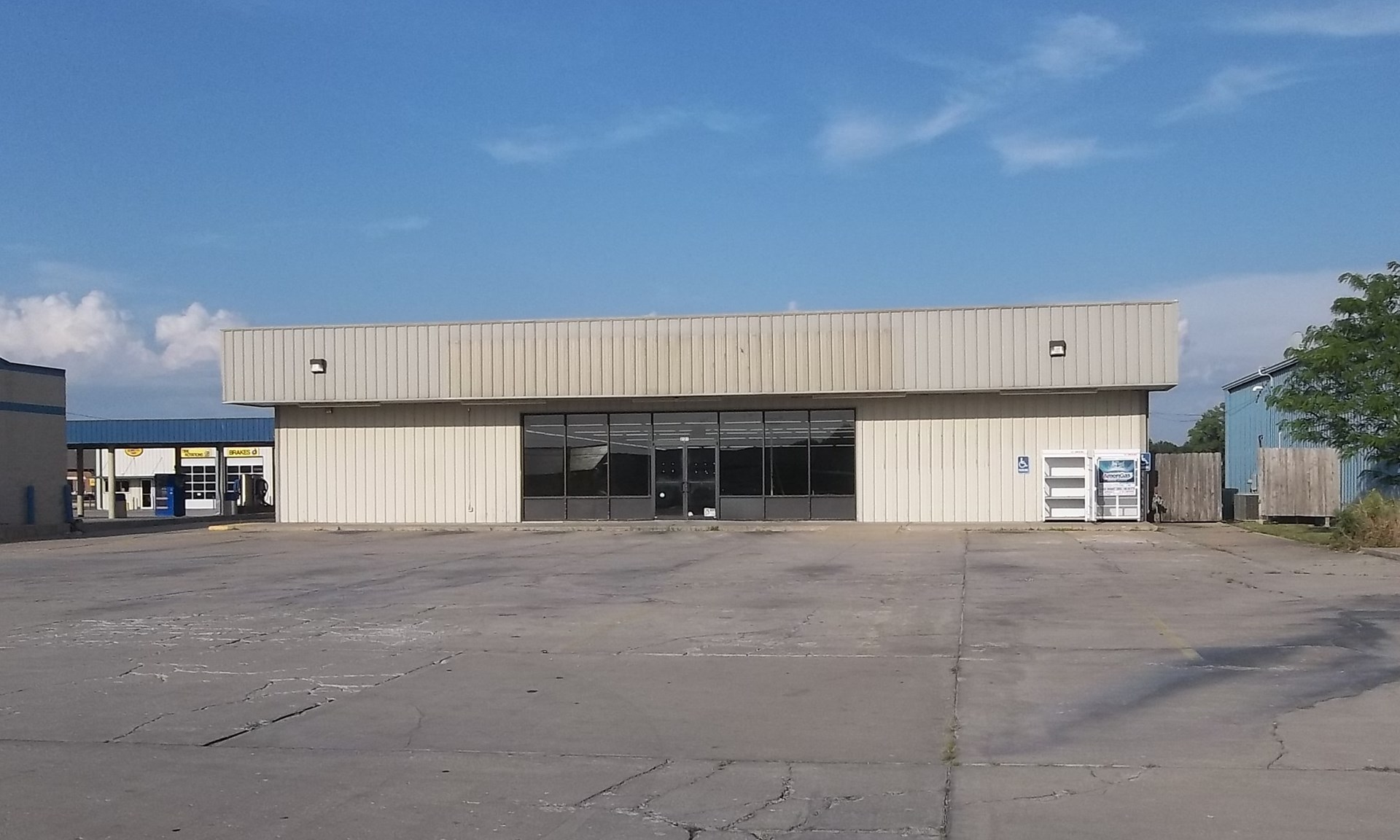 Commercial Building for Sale in Chanute, Kansas