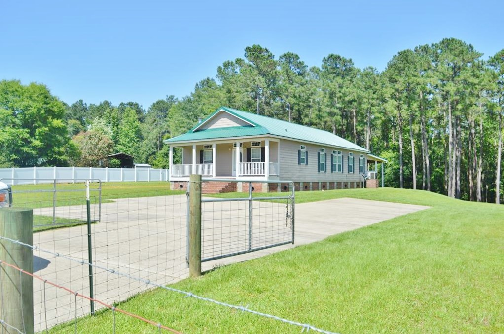Home with Acreage and Creek South MS Near LA Border