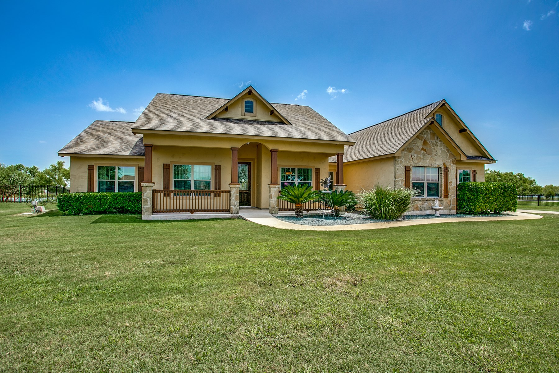 Lake Shore Estates Waterfront Home For Sale in Lytle, Texas