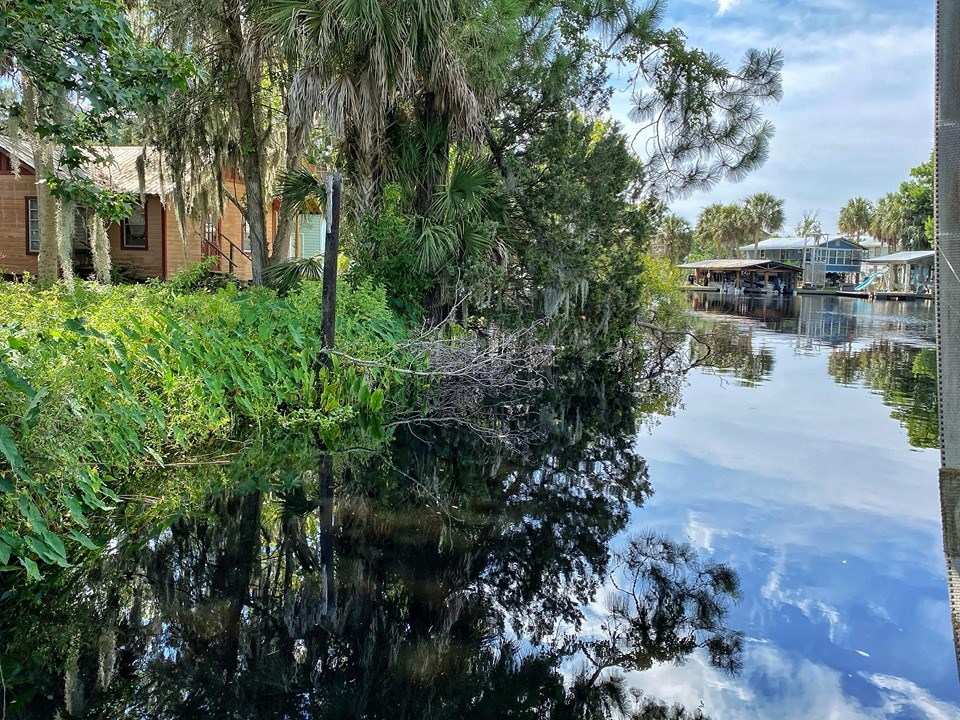 SUWANNEE FLORIDA WATERFRONT LOT FOR SALE
