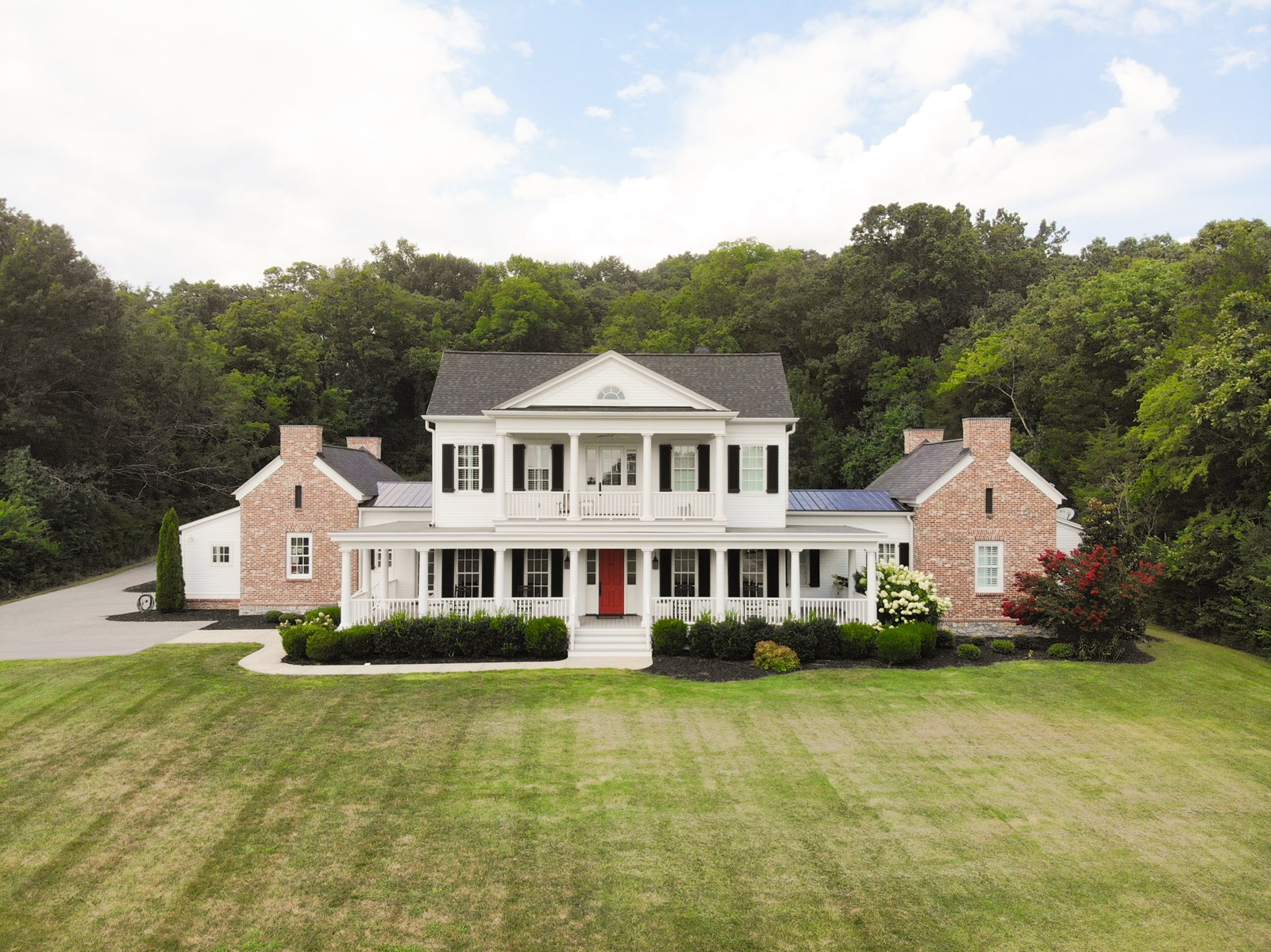 Luxury Country Estate For Sale in Leipers Fork, TN