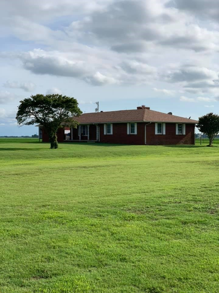 COUNTRY HOME FOR SALE!