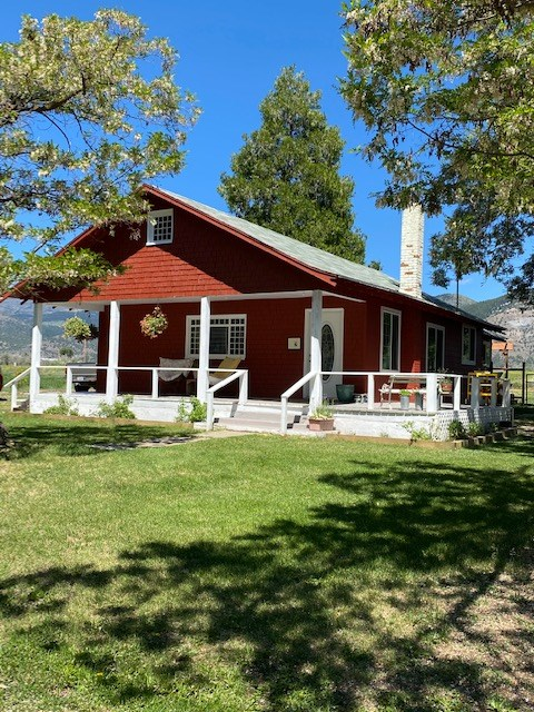 Farmhouse for Sale in New Pine Creek, CA