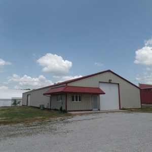 COMMERCIAL BUILDING FOR SALE IN NEWER BUSINESS DISTRICT
