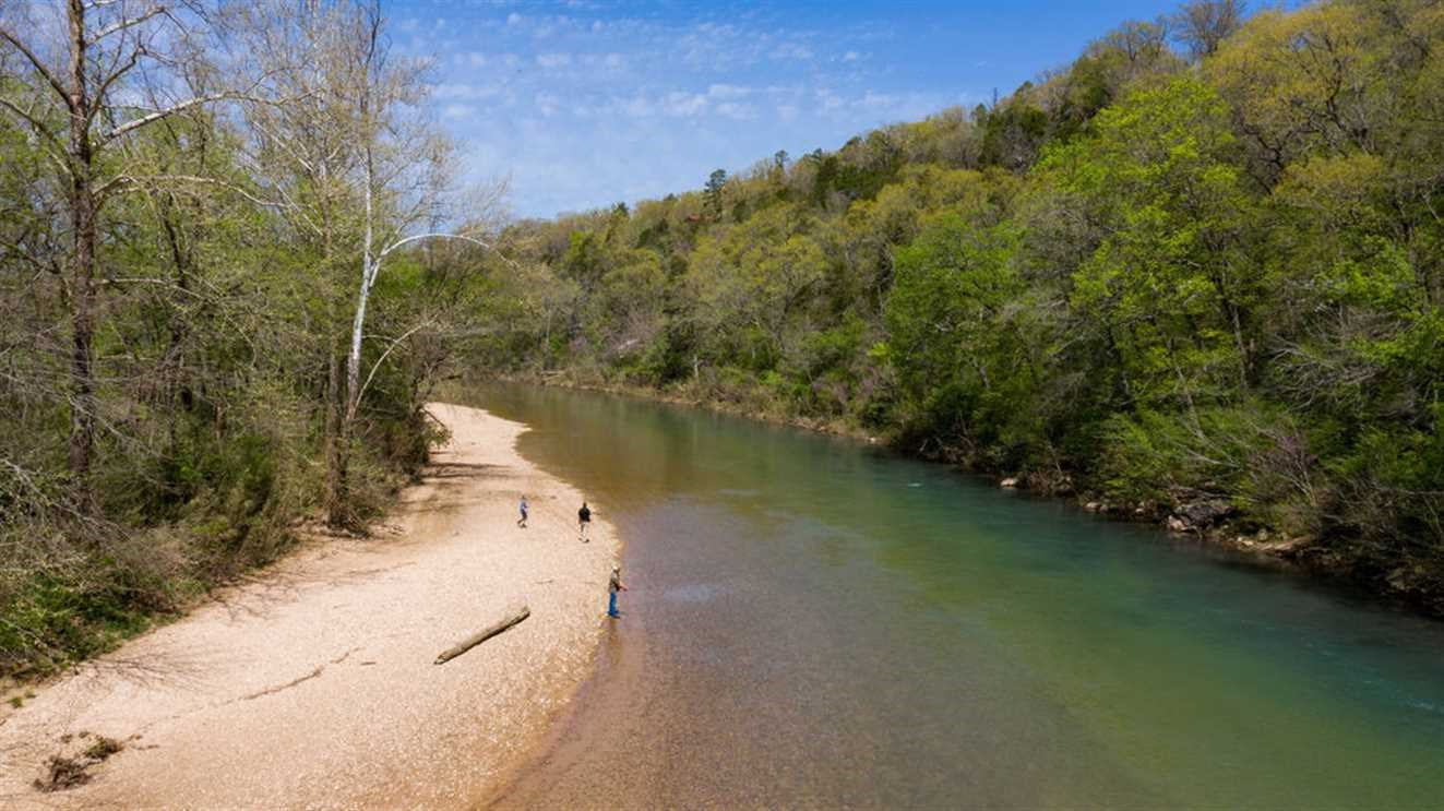 RIVERFRONT LAND IN EUREKA SPRINGS AR 25 ACRE FARM