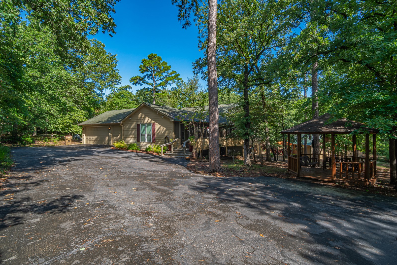 EAST TEXAS HOME 1.5 ACRES HOLLY LAKE RANCH, TX  3/3/2  SHOP