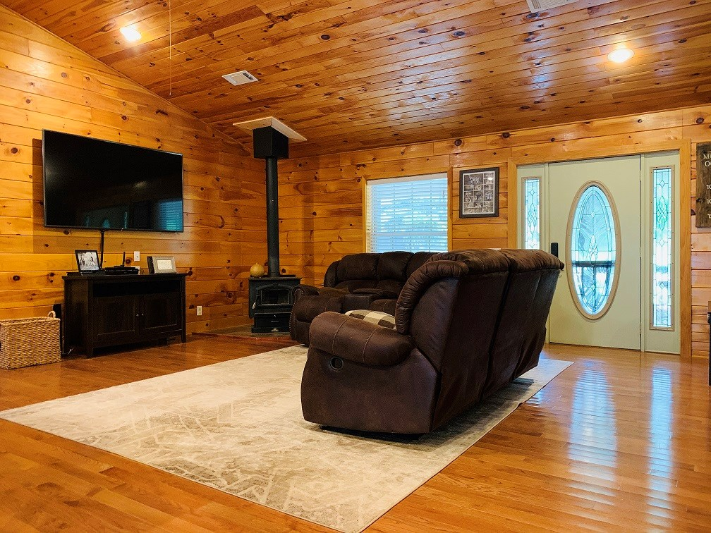 FAMILY HOME FOR SALE NEAR WHITE RIVER IN THE OZARK MOUNTAINS