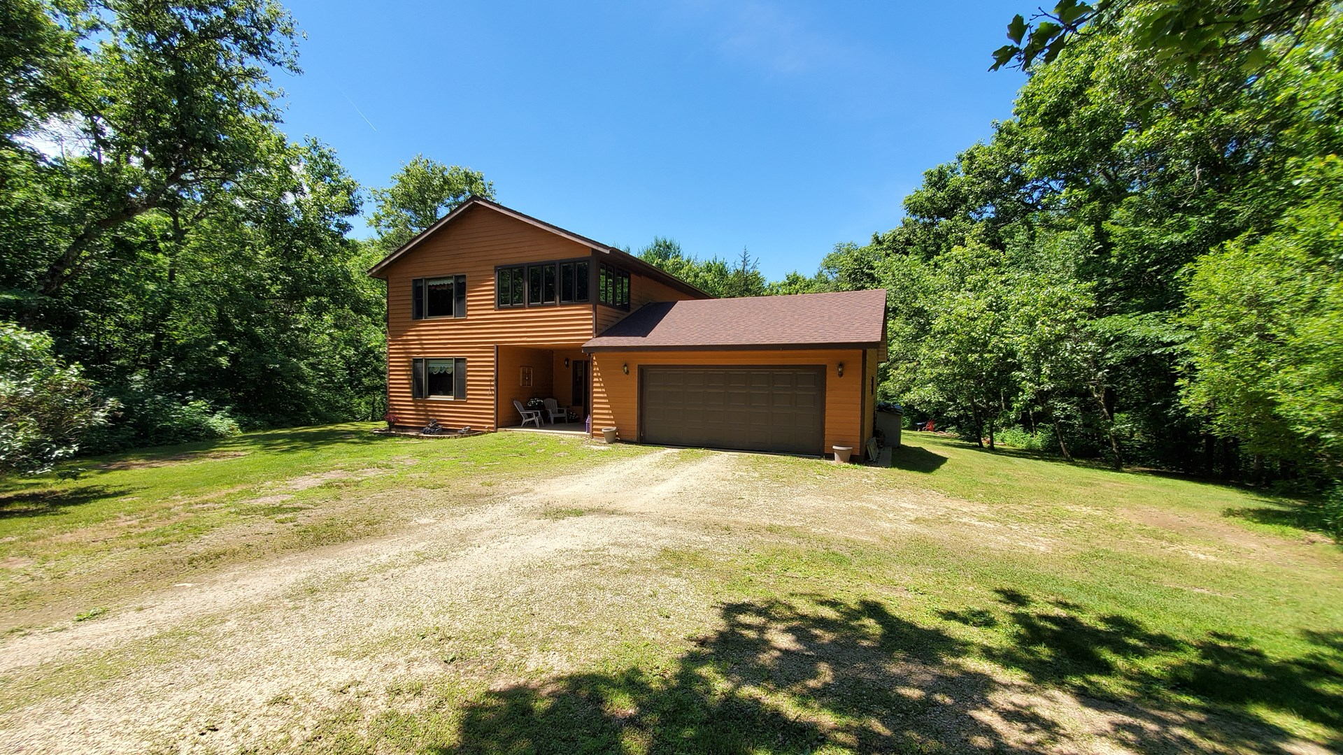 Country home secluded on a dead end road sitting on 60 acres