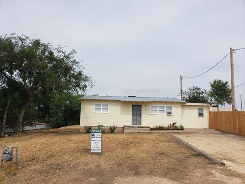 West Texas home with land near I-10 in Crockett County