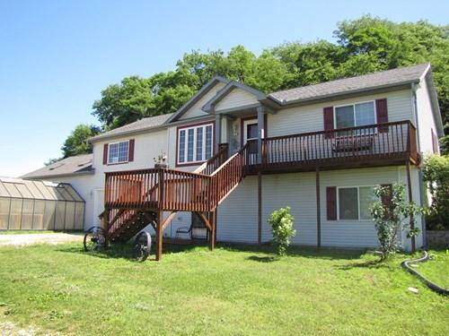Southeast Iowa Home w/ Acreage