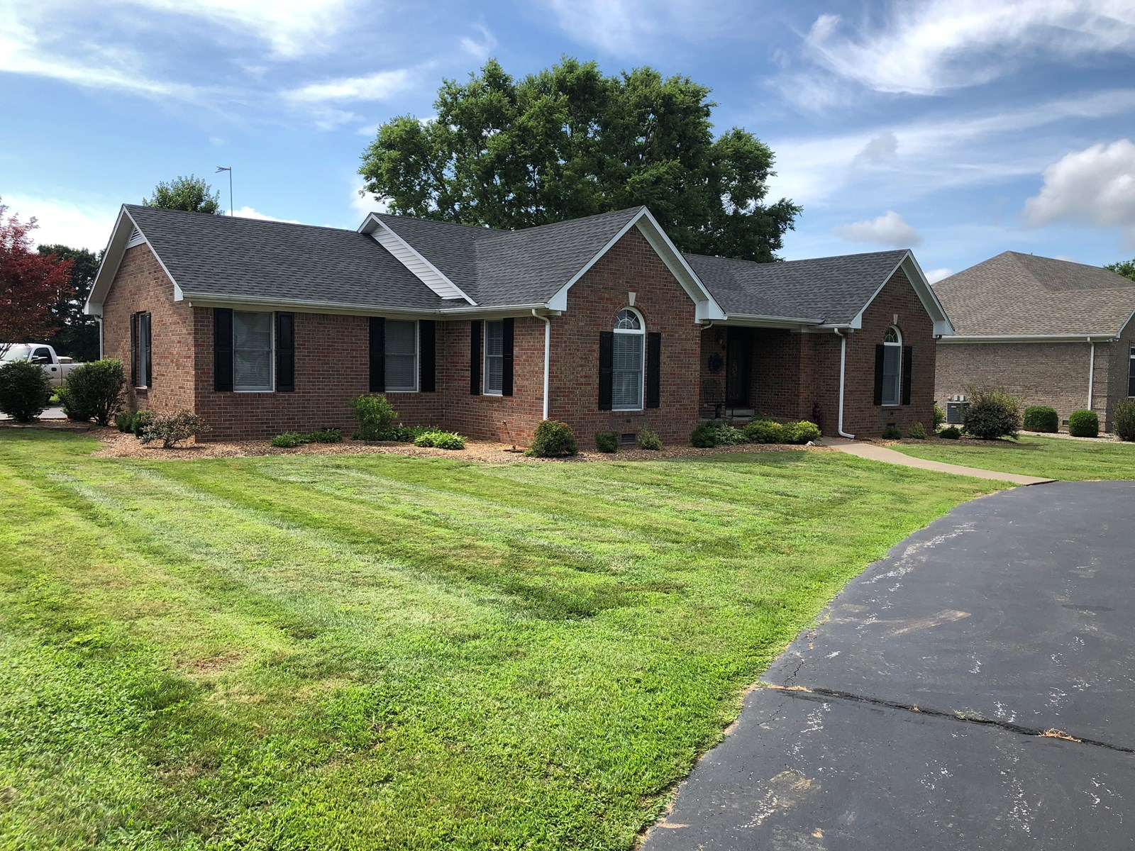 Hard to find 4 bed 3.5 bath Home for sale in Smiths Grove Ky