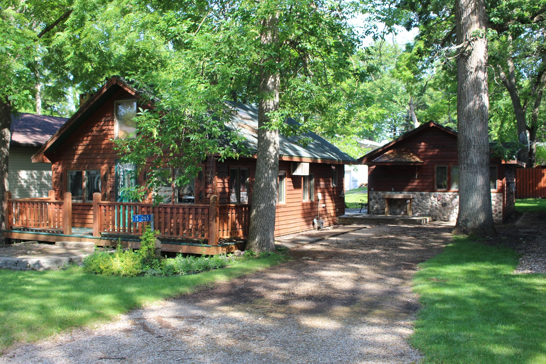 clear lake iowa lake home for sale auction near MN lakes