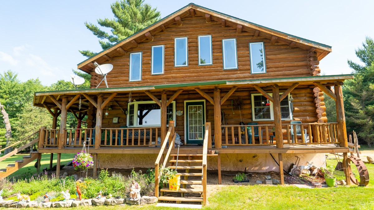 Marquette County Multi Parcel LIVE Auction on Log Home and A