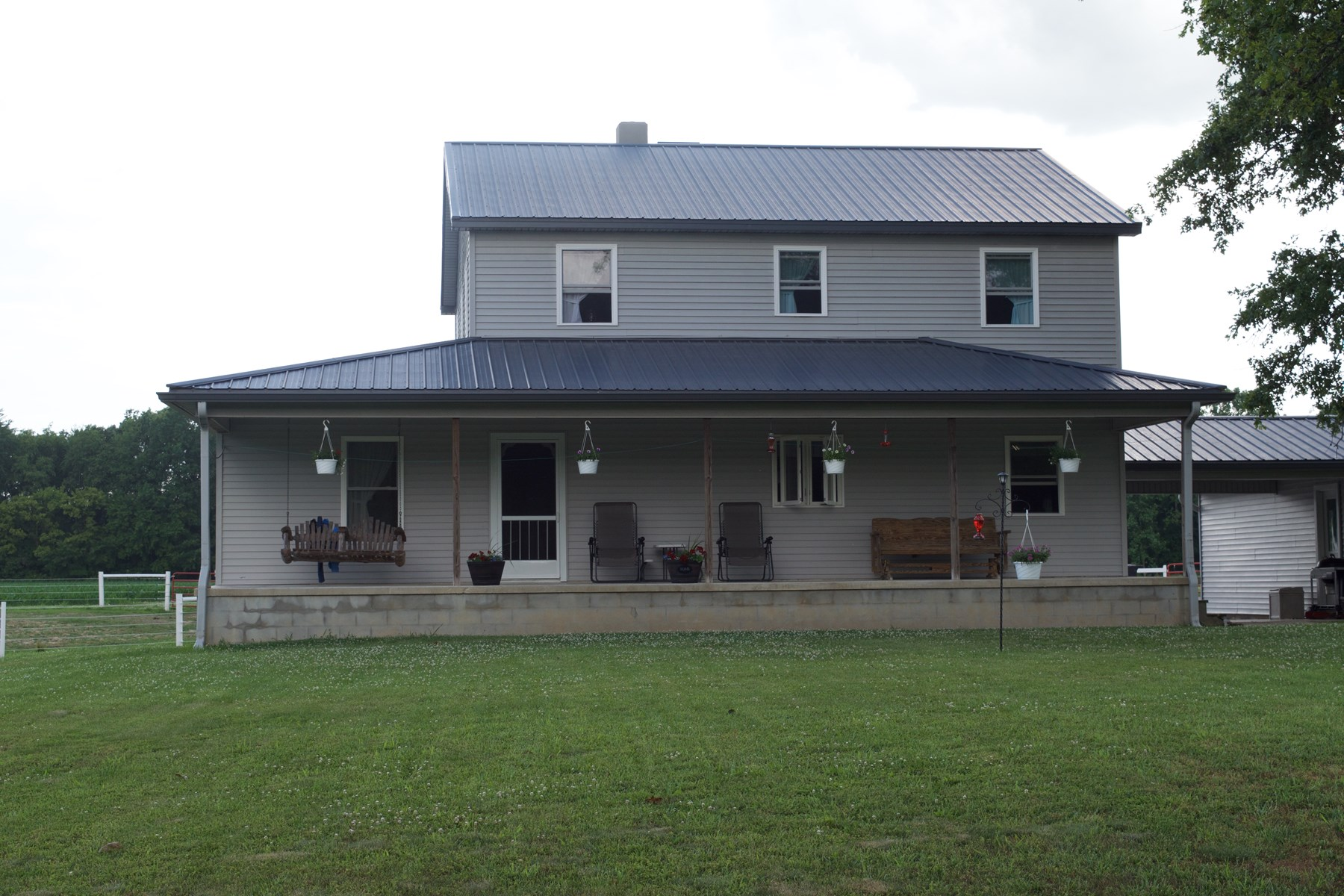 5 Bedroom, 3 Bath Country Home on 14 Acres, Oblong, IL