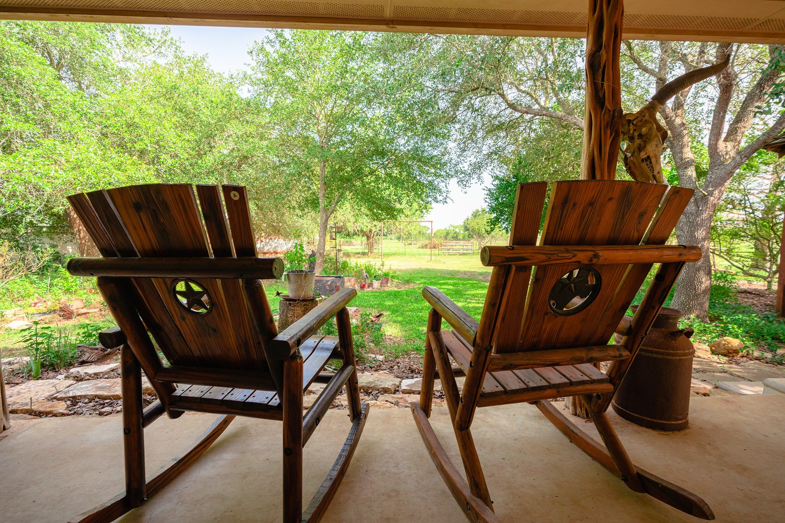 Outstanding Small Acreage with  Custom Home near San Antonio