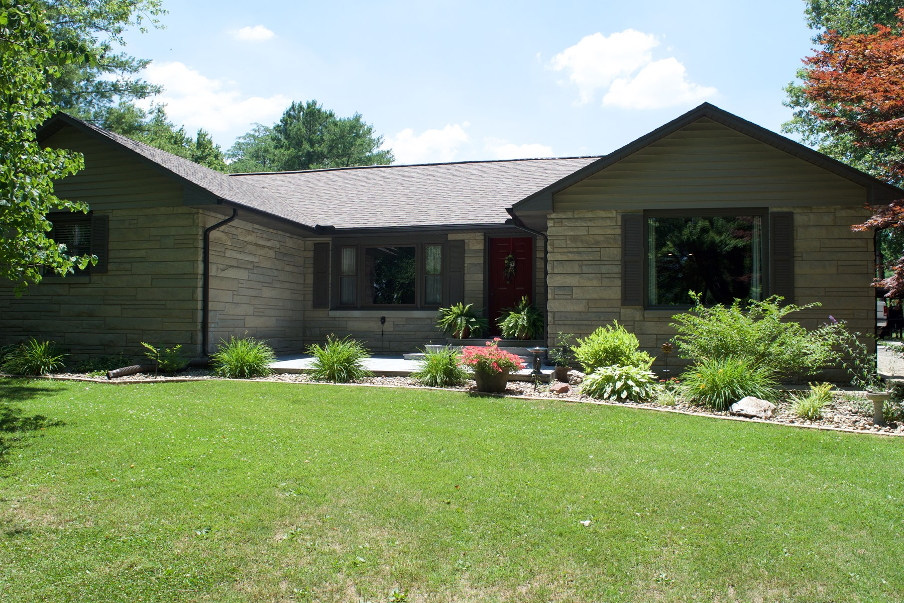 Gorgeous 2 Bedroom, 2 Bath Home, Oblong, IL
