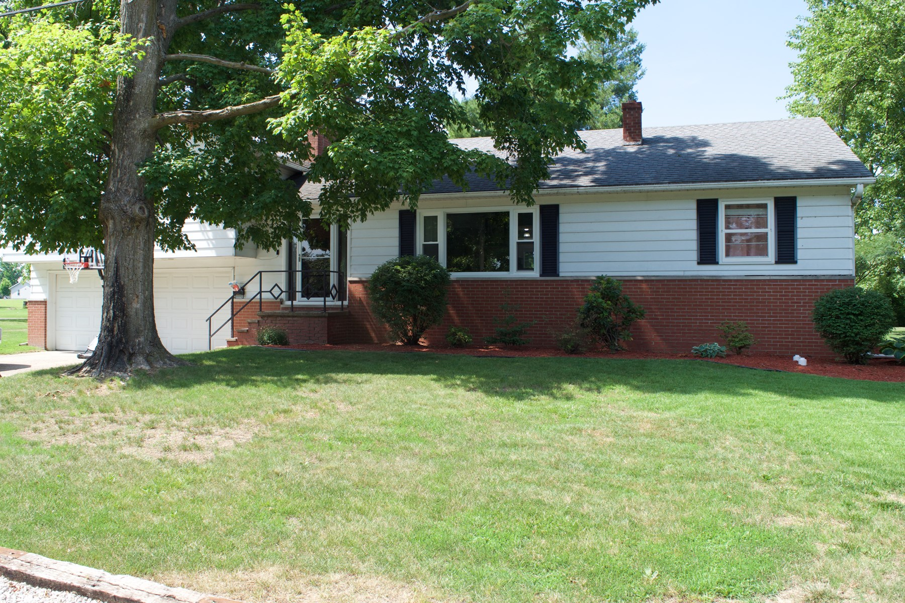 Must See 4 Bedroom, 2 Bath Home, Oblong, IL