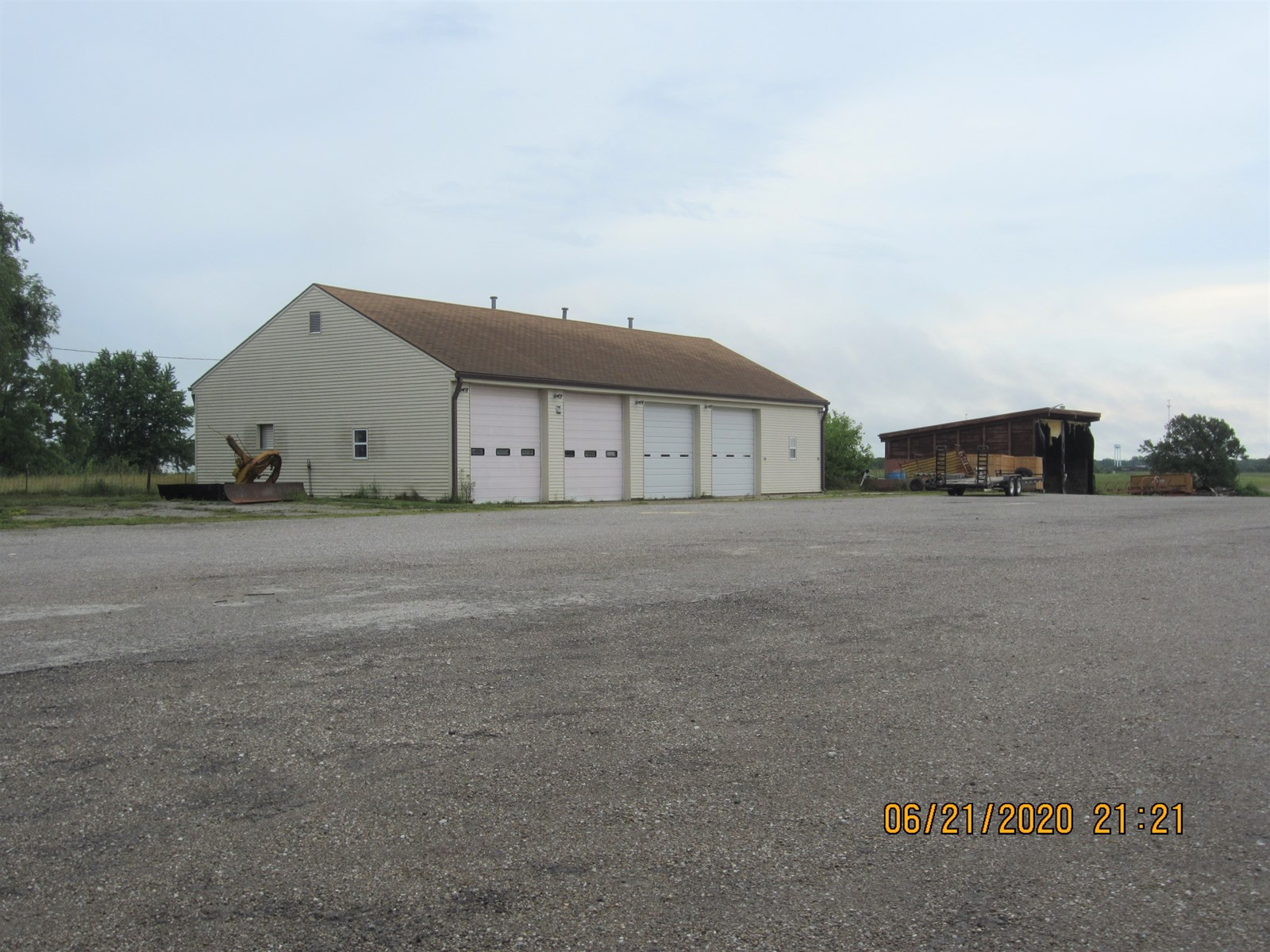 Building & 3 Acres For Sale on State Highway 136