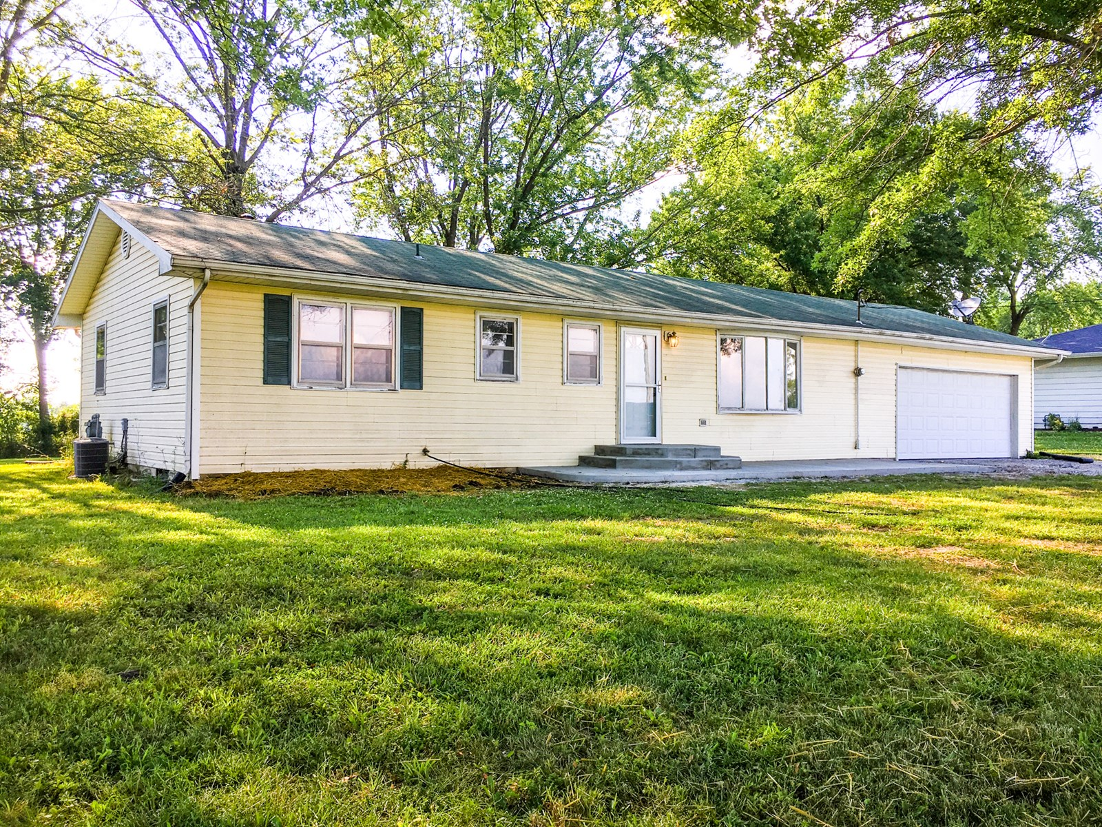 3BR, 1.5BA House outside City Limits of Prairie Home, MO