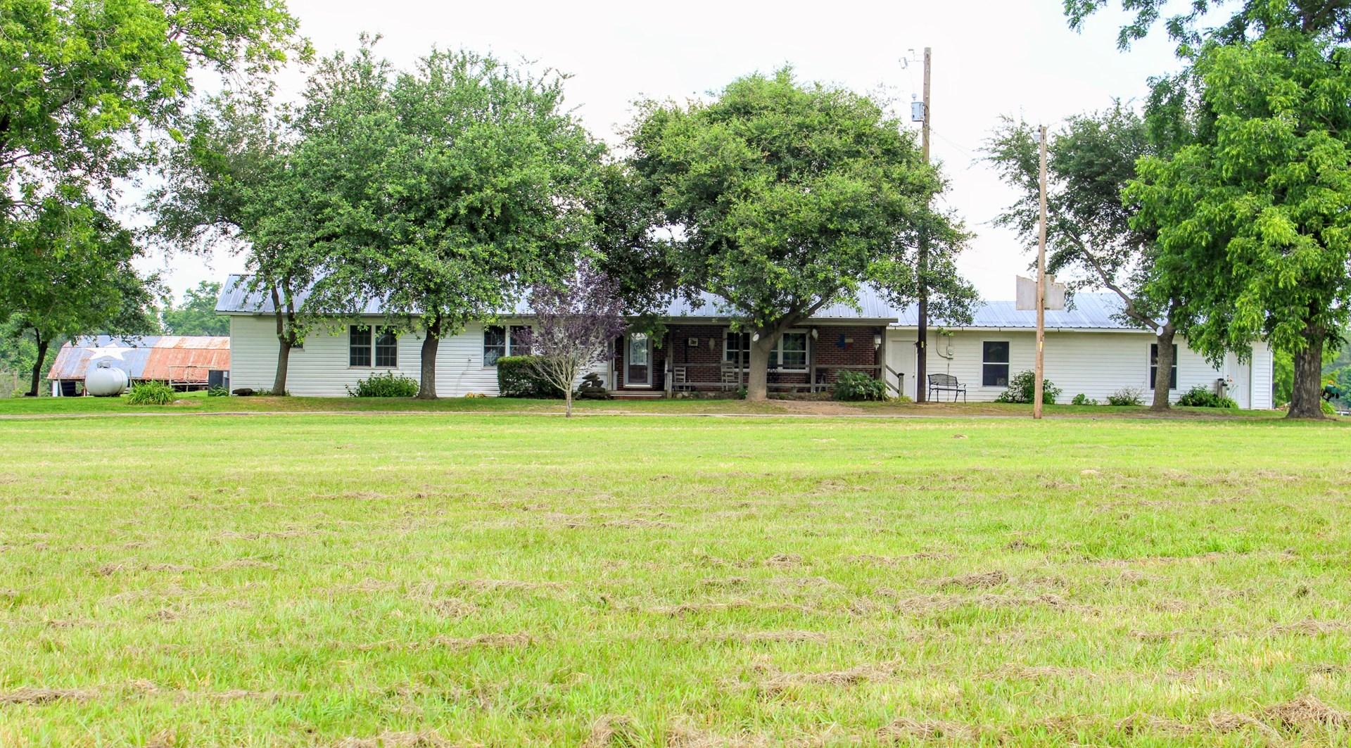 EAST TEXAS COUNTRY FARM HOUSE 3.2 ACRES WINNSBORO, TX