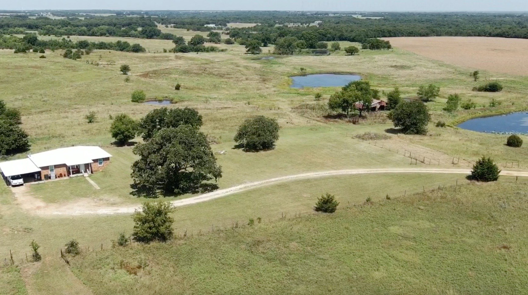 SOUTHERN OKLAHOMA COUNTRY HOME WITH GRAZING LAND