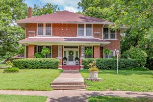 HISTORIC HOME FOR SALE IN BONHAM, TX