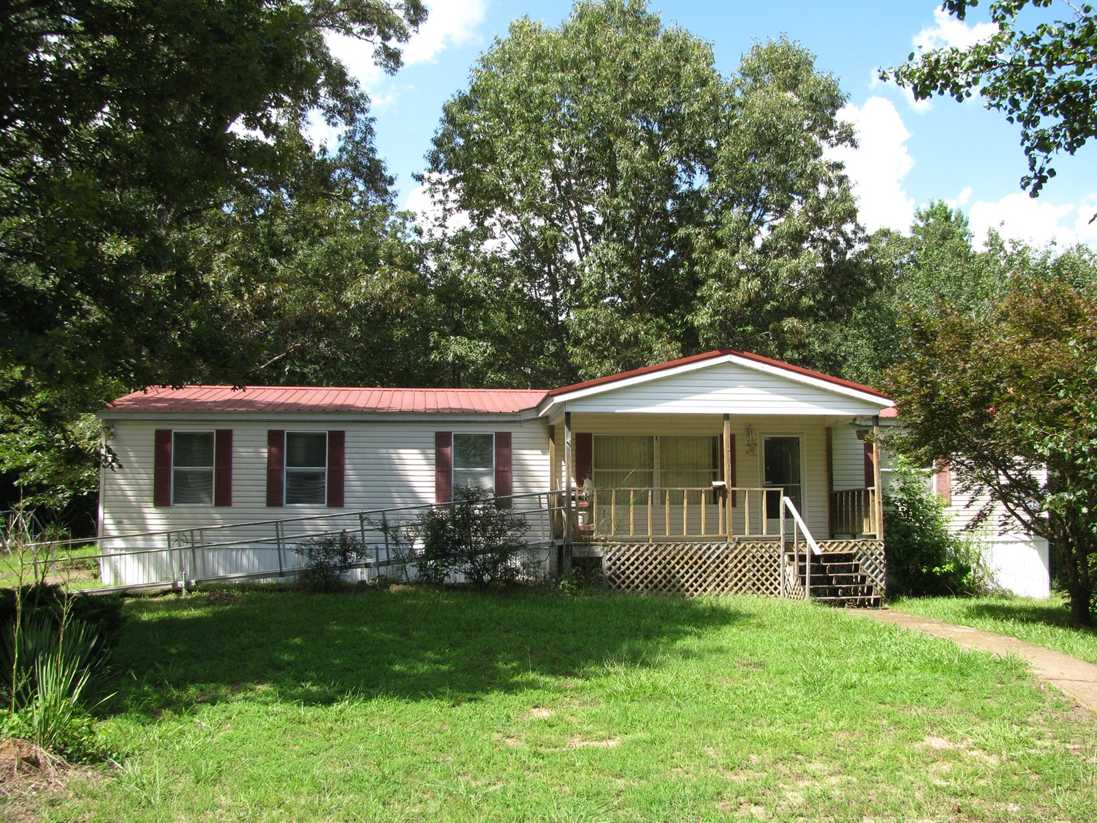 3 BEDROOM HOME IN TN FOR SALE, STORAGE BUILDING, DECK
