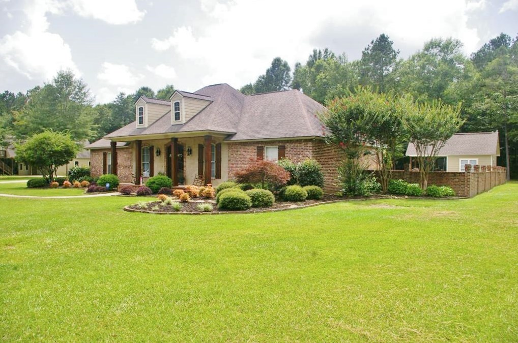 Executive Home with Pool, Shop/Office & RV Garage in SW MS