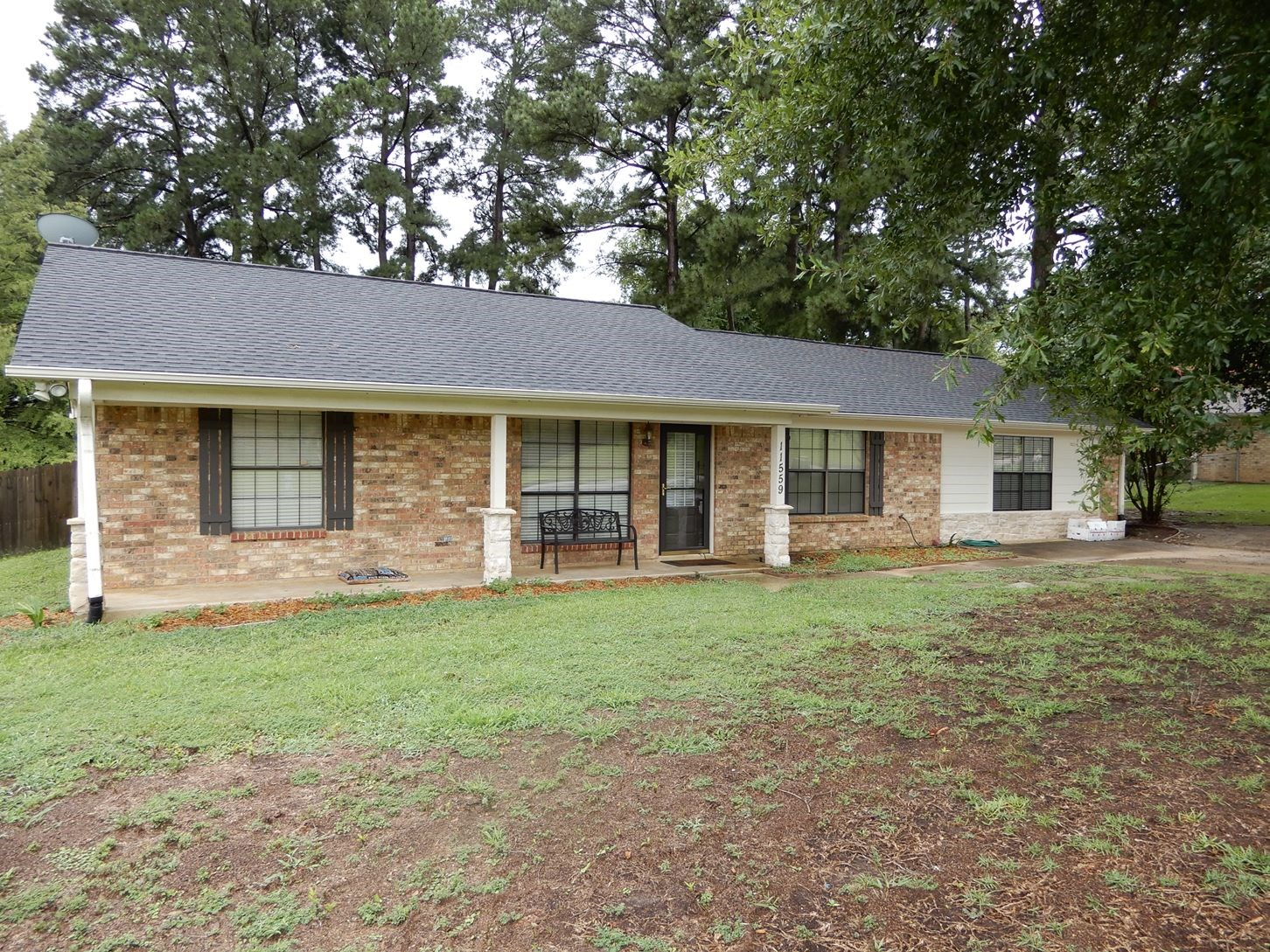 MOVE IN READY HOME IN SOUTH TYLER FOR SALE